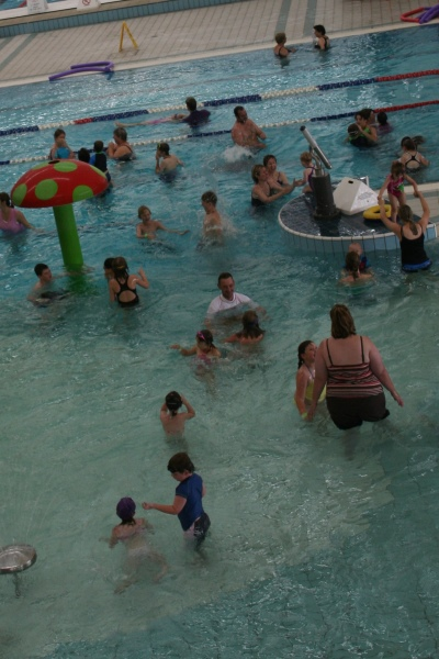 Kids and their parents at a swimming pool