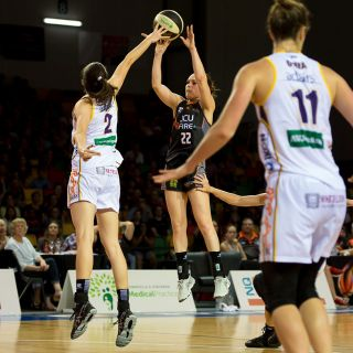Image of Kelly Wilson playing for the Townsville Fire
