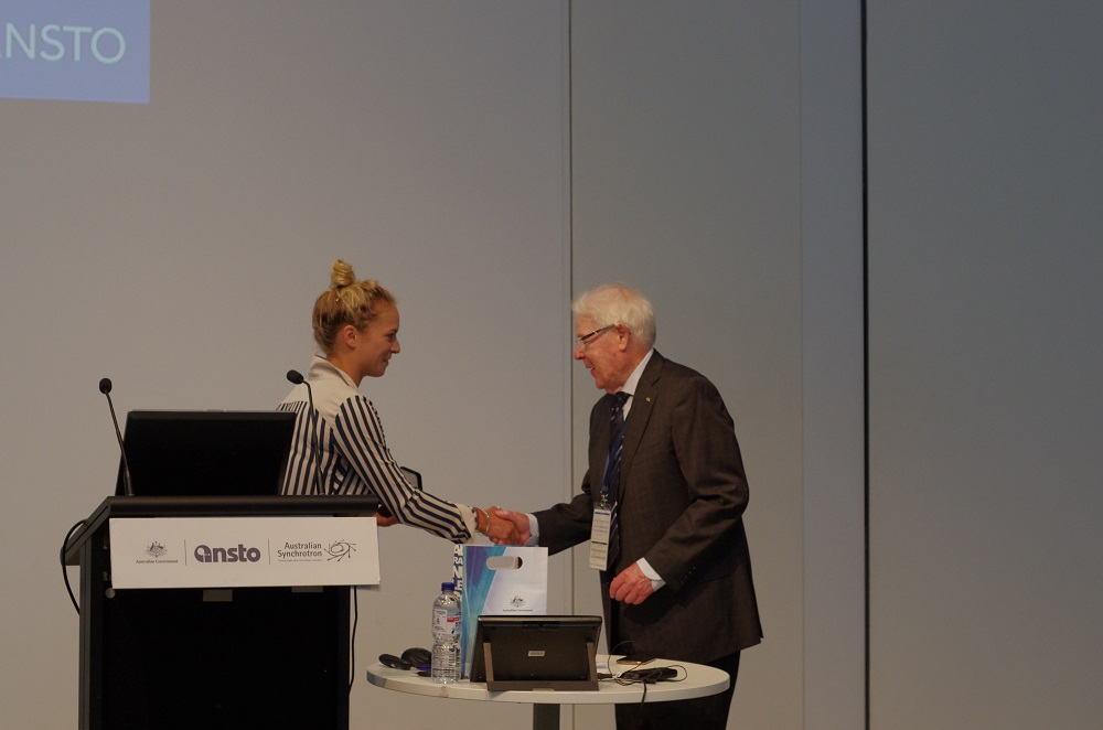 Emeritus Professor Creagh receiving the award from the 2019 Chair of the UAC, Dr Hannah Wells. Photo: supplied