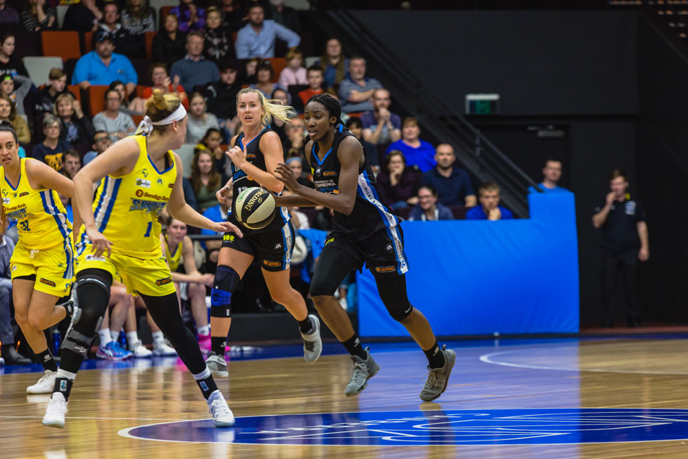 Ezi Magbegor playing a WNBL match for the UC Capitals