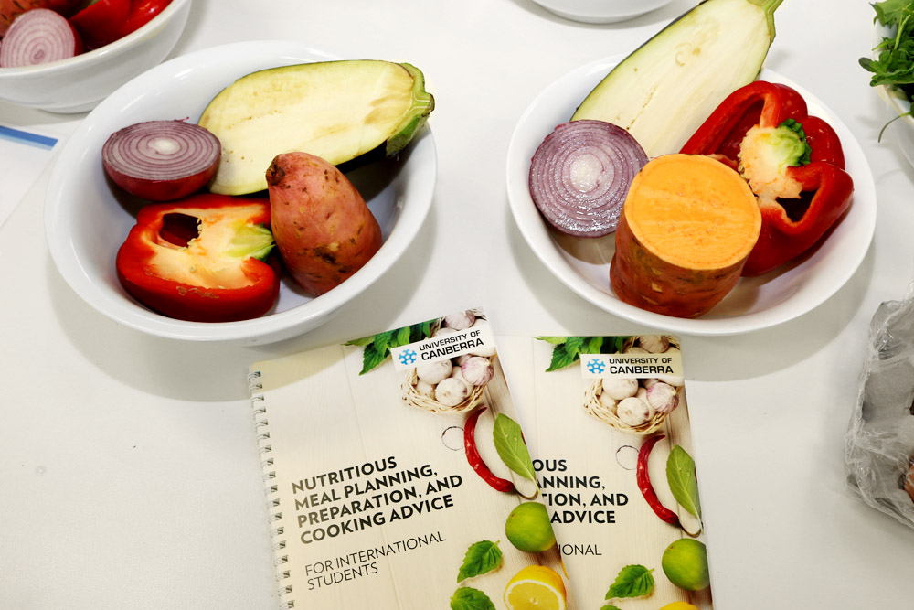 New guide helps international students eat healthy university of the booklet includes nutrition advice how to eat healthy on a budget where to find specialist food outlets ingredient substitutes and more ccuart Image collections
