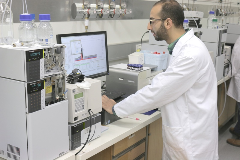 PhD candidate Mohamed Ali works on the dried blood spot test project in the Chirality lab