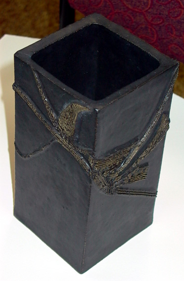Untitled Black Pot by Hiroe Swen