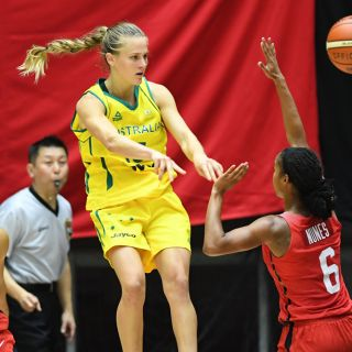 Image of Kristy Wallace playing for Australia