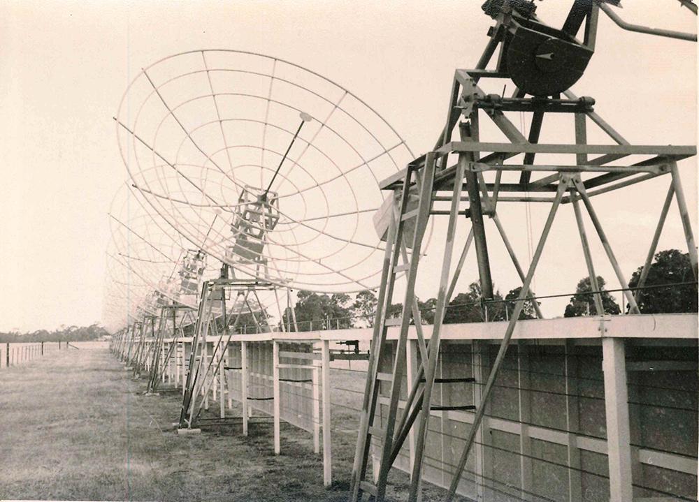 chris cross array - molonglo radio telescope heritage image