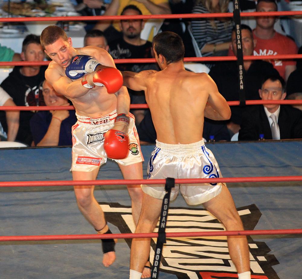 Tom Vullings in Muay Thai fight