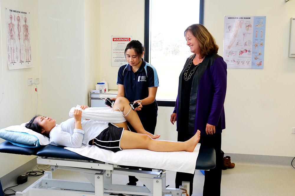 Professor Jennie Scarvell and student Yi-Ying Zeng demonstrate their knee therapy research project
