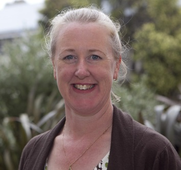 Dr Fiona Dyer